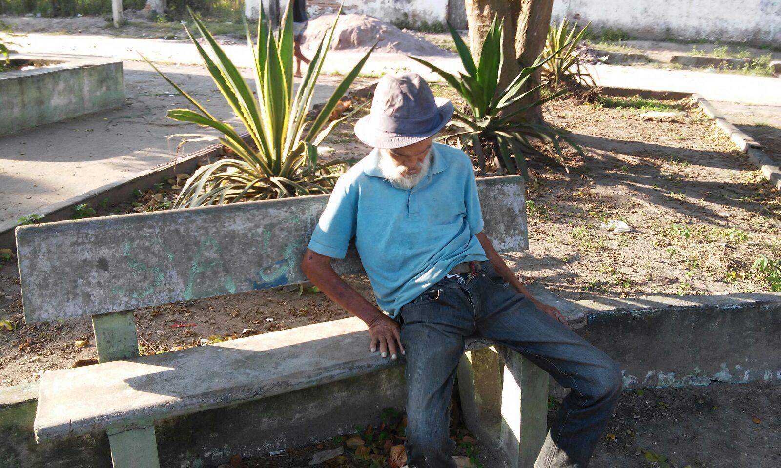 Idoso é encontrado morto sentado em banco de praça em Girau  #3A7491 1600x960 Banco Para Banheiro De Idoso
